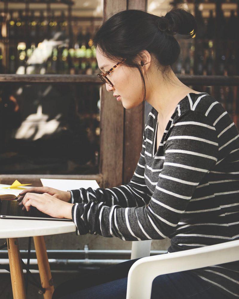 woman-laptop-searching-research-connection-technol-PKE3NJQ.jpg